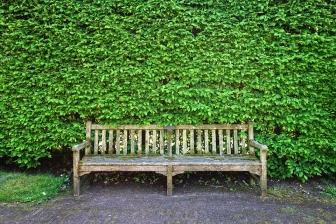 Wady drewnianych mebli do ogrodu