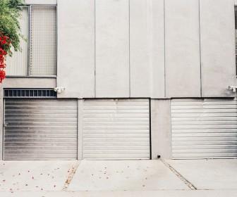 Wybór bramy garażowej - na co zwrócić uwagę?